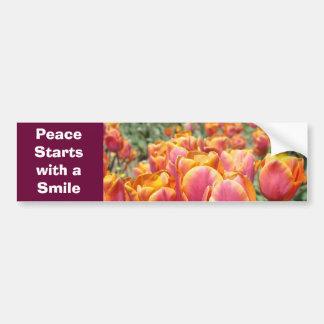 ¡Comienzo de la paz con una sonrisa! tulipanes de  Pegatina De Parachoque
