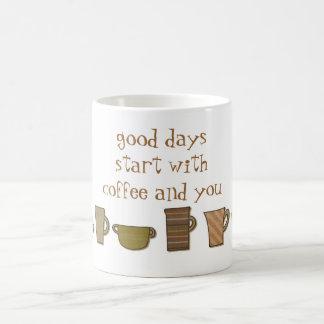 Comienzo de los buenos días con café y usted taza