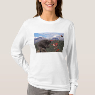 Common porcupine feeding on high brush cranberry T-Shirt