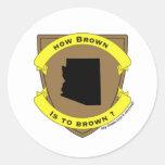 cómo el marrón es broncear pegatina redonda