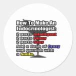 Cómo hacer a un endocrinólogo pegatina redonda