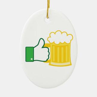 Como la cerveza adorno navideño ovalado de cerámica