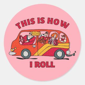 Cómo ruedo el minivan de la mamá pegatina redonda