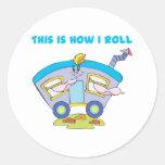 Cómo ruedo (remolque/la caravana) pegatina redonda
