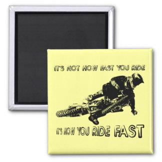 Cómo usted monta el imán rápido del motocrós de la
