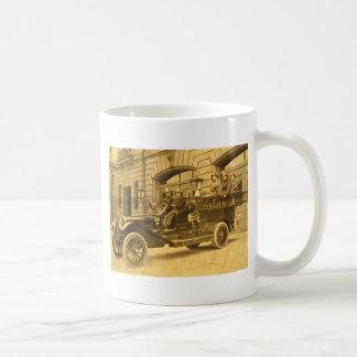 Compañía de bomberos del vintage de no. 34 del mot taza básica blanca