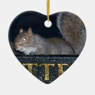 ¡Compartimiento-incursión! Ardilla fresca Adorno De Cerámica En Forma De Corazón