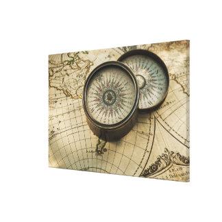 Compás antiguo en mapa impresión en lienzo