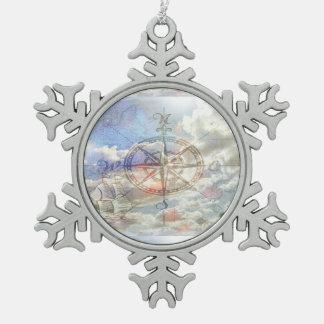 Compás de las nubes adorno de peltre en forma de copo de nieve