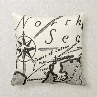 Compás intrépido gráfico del mapa de Mar del Norte Cojín
