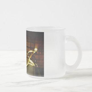Competencia del negocio con una habilidad del taza de café esmerilada