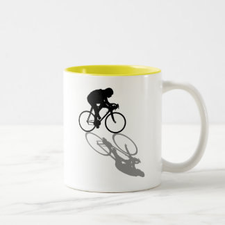 Competir con a los ciclistas de la bici que comple tazas