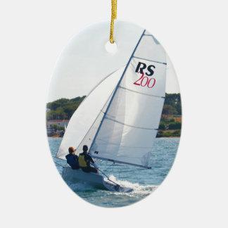 Competir con el bote a la velocidad adorno navideño ovalado de cerámica