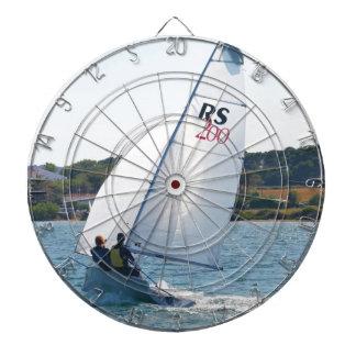 Competir con el bote a la velocidad tablero de dardos