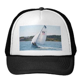 Competir con el bote a la velocidad gorros bordados