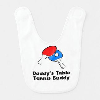 Compinche de los tenis de mesa del papá baberos de bebé