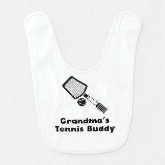 Compinche del tenis de la abuela babero de bebé