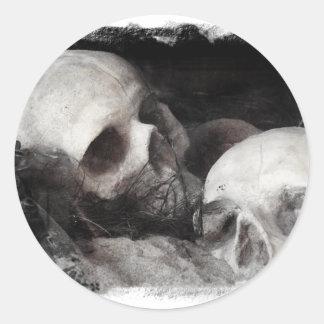 Compinches del cráneo pegatina redonda