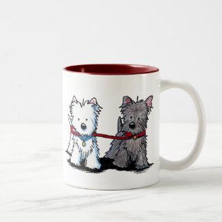 Compinches que caminan de KiniArt Terrier Taza De Dos Tonos