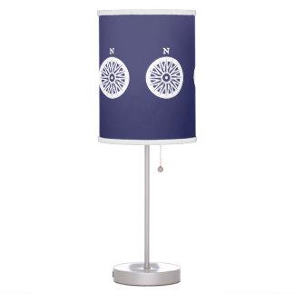 Compos blancos N del norte en fondo azul Lámpara De Mesilla De Noche