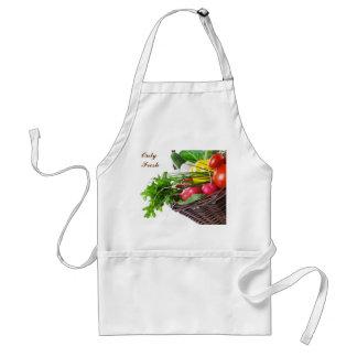 Composición con las verduras crudas delantal