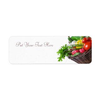 Composición con las verduras crudas etiqueta de remite