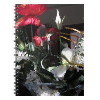 Composición de flores spiral notebooks