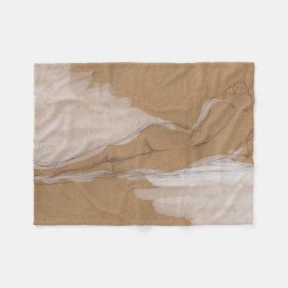 Composición desnuda femenina que miente en cama manta de forro polar