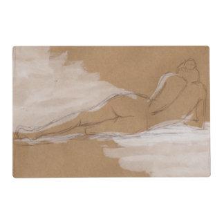 Composición desnuda femenina que miente en cama tapete individual