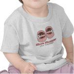 Comprador del zapato en camiseta del bebé del