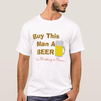 Compre a este hombre una cerveza que su boda está playera