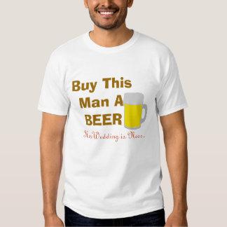 Compre a este hombre una cerveza que su boda está remeras