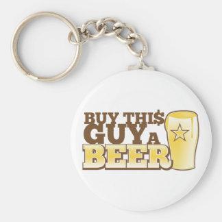 ¡Compre a este individuo una cerveza!  de la tiend Llavero Redondo Tipo Pin