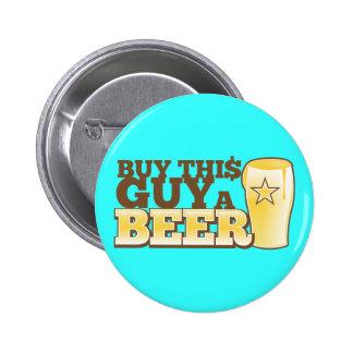 ¡Compre a este individuo una cerveza!  de la tiend Pin Redondo De 2 Pulgadas
