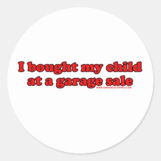 Compré a mi niño en una venta de garaje T Pegatina Redonda