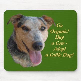 Compre vacas orgánicas - perro del rancho del Día  Tapete De Ratones