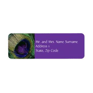 Compromiso púrpura del boda del pavo real n etiqueta de remite