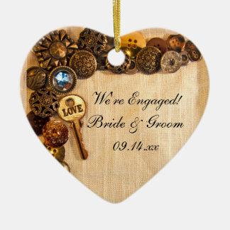 Compromiso rústico de los botones adorno navideño de cerámica en forma de corazón