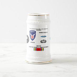 Compromisos de la 11ma división aerotransportada jarra de cerveza