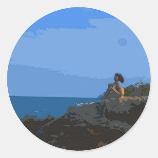 Comtemplación de la calma del mar pegatina redonda