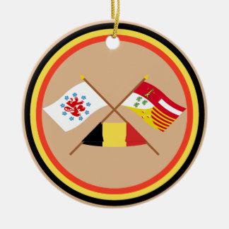 Comunidad y banderas de habla alemana cruzadas de adorno navideño redondo de cerámica