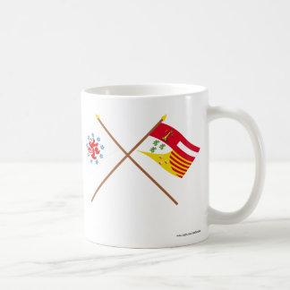 Comunidad y banderas de habla alemana cruzadas de taza básica blanca