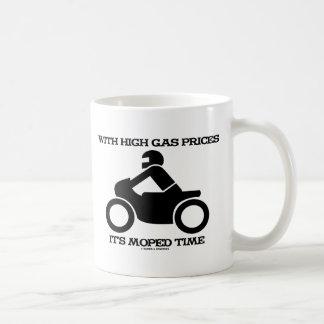 Con altos precios de la gasolina tiene tiempo del taza de café