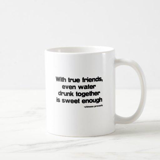 Con cita de los amigos verdaderos taza de café
