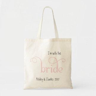 Con la bolsa de asas del boda del rosa de la novia