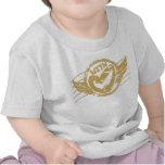 Con la camiseta de los bebés del amor