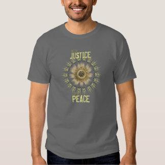 Con la justicia viene la camiseta de la paz playera