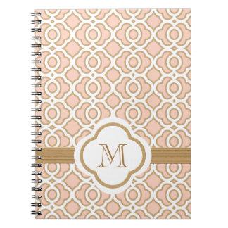 Con monograma se ruborizan el rosa y el marroquí d libreta espiral