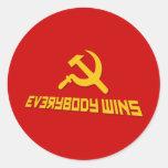 ¡Con socialismo todos gana! Sátira del gobierno Pegatina Redonda