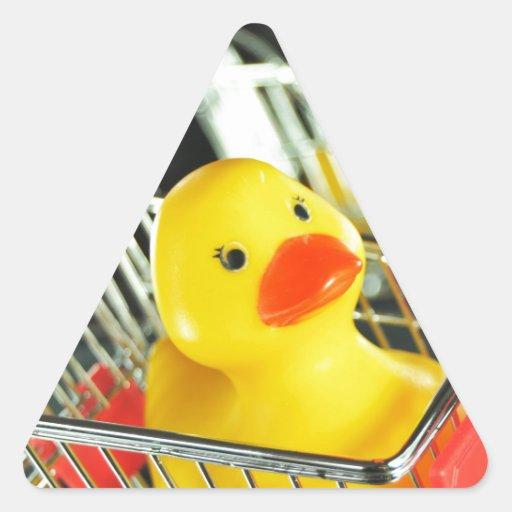 Concepto de goma de las compras del bebé del pato pegatina triangular